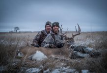 WALL HANGER WHITETAILS